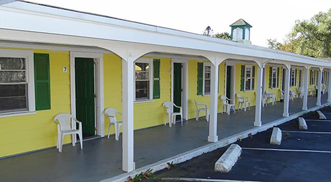 Jonathan Edwards Motel - Dennis Port - Building