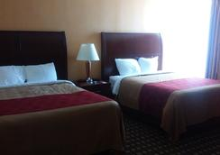 Econo Lodge Inn & Suites - Brookings - Bedroom