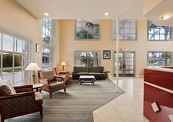 Days Inn And Suites San Diego Near Sea World - San Diego - Lobby