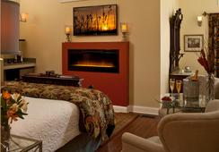 Castle In The Country - Allegan - Bedroom