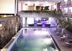 Berry Hotel Bali - North Kuta - Pool