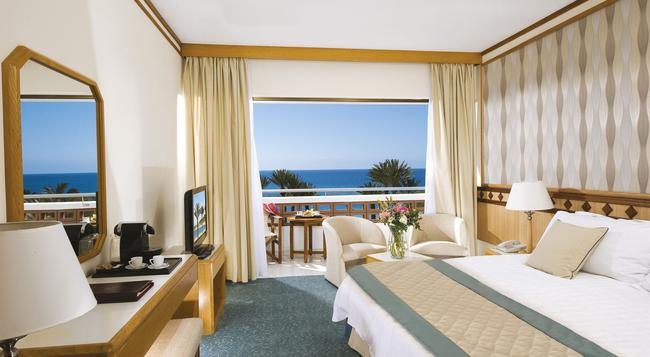 Pioneer Beach Hotel - Paphos - Bedroom