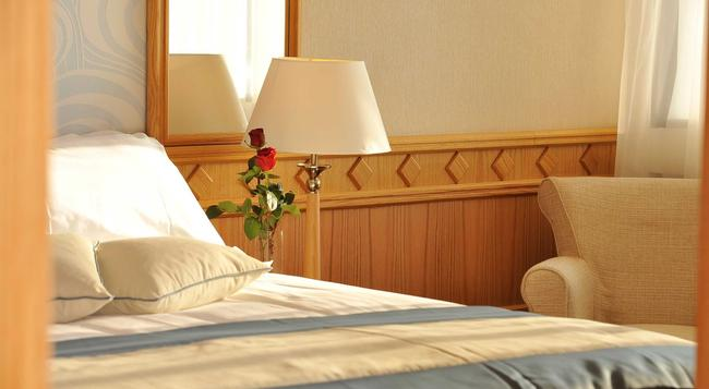 Constantinou Bros Asimina Suites Hotel - Paphos - Bedroom