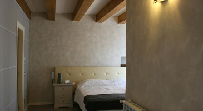 Il Nido Dei Gufi Bed And Breakfast - Toscolano Maderno - Bedroom