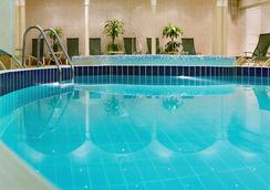 Moscow Marriott Grand Hotel - Moscow - Pool