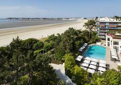 Hôtel Barrière L'Hermitage - La Baule-Escoublac - Beach