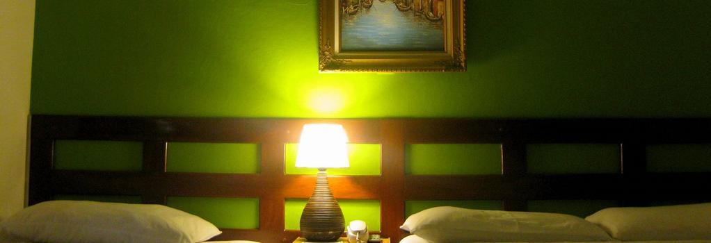 Hotel Tazumal House - San Salvador - Bedroom