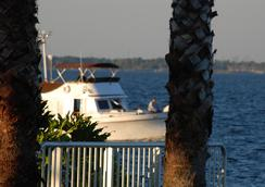 Monroe's on the Lake Hotel & Banquet Hall - Sanford - Outdoor view