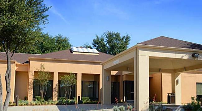 Courtyard by Marriott Dallas Plano Parkway at Preston Road - Plano - Building