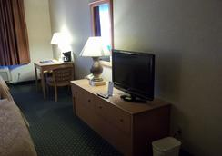 Baymont Inn & Suites Waterloo - Waterloo - Bedroom
