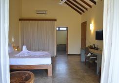 Giman Free Beach Resort - Kalkudah - Bedroom