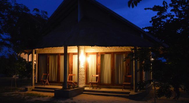 Giman Free Beach Resort - Kalkudah - Building