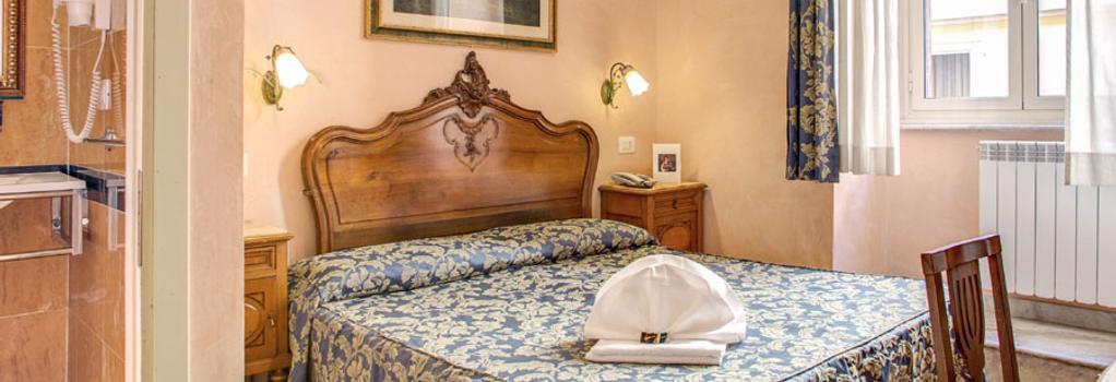 Hotel Caravaggio - Rome - Bedroom