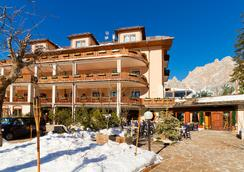 Boutique Hotel Villa Blu Cortina - Cortina d'Ampezzo - Outdoor view