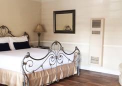Coachman's Inn, A Four Sisters Inn - Carmel-by-the-Sea - Bedroom