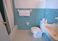 Newport Beach Resort - Wildwood - Bathroom