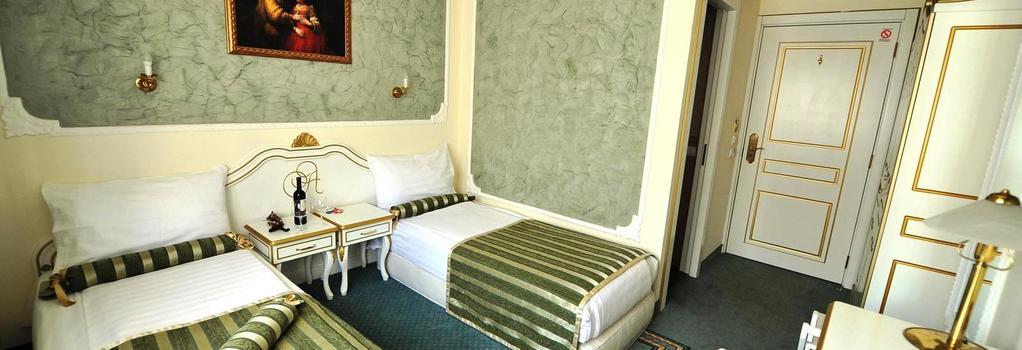 Queens Astoria Design Hotel - Belgrade - Bedroom