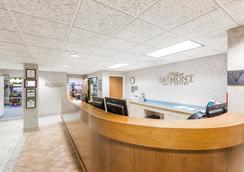 Baymont Inn & Suites Des Moines Airport - Des Moines - Lobby