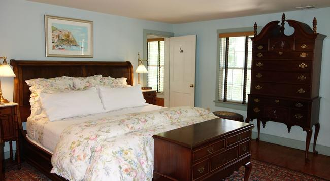 1708 House - Southampton - Bedroom