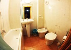 Hostal Escapa-T - Salamanca - Bathroom