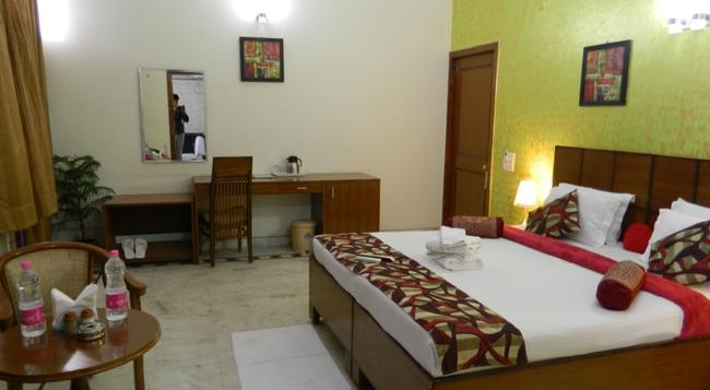 Jmd Residency - Gurgaon - Bedroom