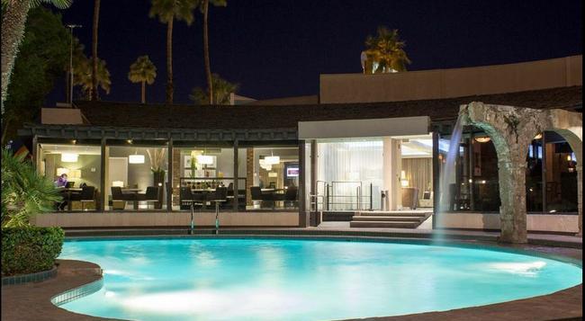 Hotel Lucerna Mexicali - Mexicali - Pool