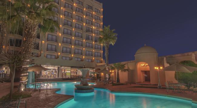Hotel Lucerna Ciudad Juarez - Ciudad Juarez - Building