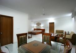 Aapno Ghar Resort - Gurgaon - Dining room