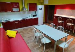 Foxhole Hostel - Novosibirsk - Dining room