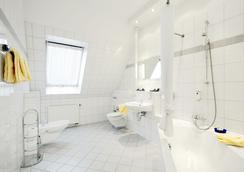 Tryp by Wyndham Kassel City Centre - Kassel - Bathroom