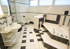 City Hotel Berlin East - Berlin - Bathroom