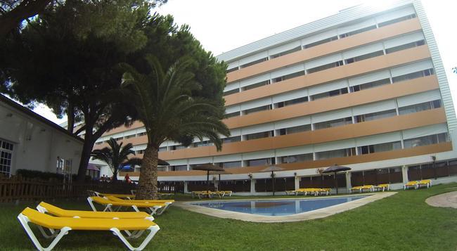 Carabela Beach & Golf Hotel - Matalascañas - Building