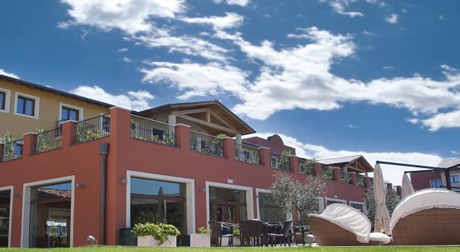 Hotel Parchi Del Garda - Lazise - Building