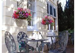 Clock Tower Hotel - Exeter - Patio