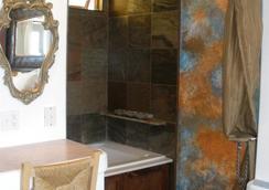 Secret Garden Inn - Del Mar - Bathroom