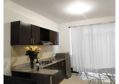 Arco Apartasuites - Cali - Kitchen