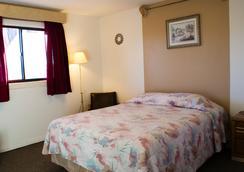 Debbie's Hide A Way Motel - Page - Bedroom