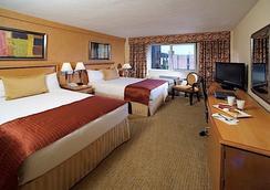 Skyline Hotel - New York - Bedroom