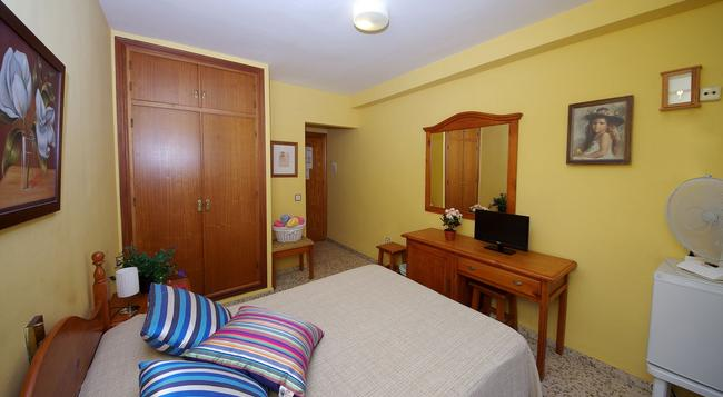 Hostal Azahara - Nerja - Bedroom