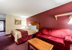 Red Roof Inn & Suites Pigeon Forge - Parkway - Pigeon Forge - Bedroom