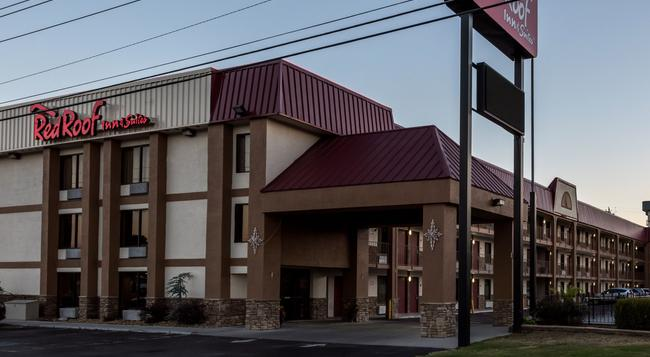 Red Roof Inn & Suites Pigeon Forge - Parkway - Pigeon Forge - Building