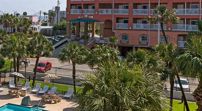 Quality Inn & Suites Beachfront - Galveston - Building