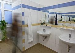 U inn Berlin Hostel - Berlin - Bathroom