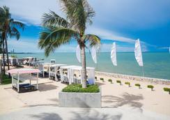 Novotel Hua Hin Cha Am Beach Resort And Spa - Hua Hin - Beach