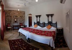Neemrana's - Deo Bagh - Gwalior - Bedroom