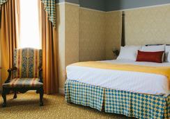 Carleton of Oak Park - Oak Park - Bedroom