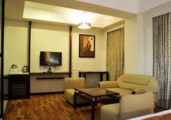 The Grand Eden Hotel - Ahmedabad - Bedroom