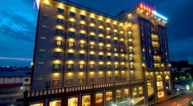 Harbourbay Amir Hotel - Batam - Building