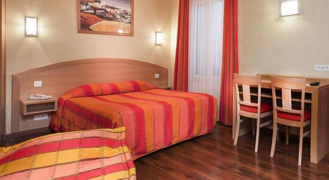 Hotel de l'Europe - Paris - Bedroom