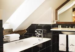 Hotel Saint Vincent - Paris - Bathroom